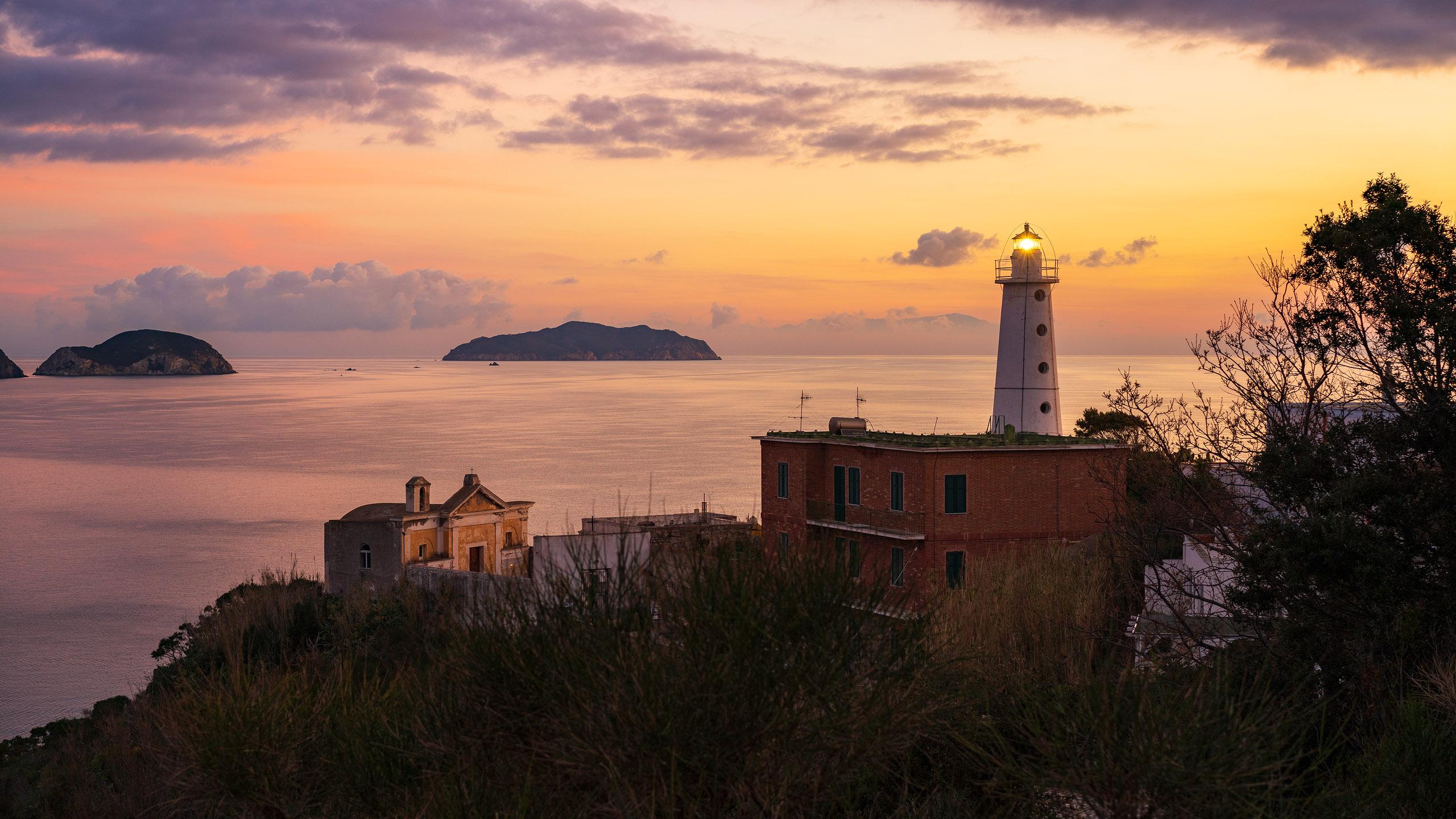 3 - Faro del porto Borbonico di Ponza