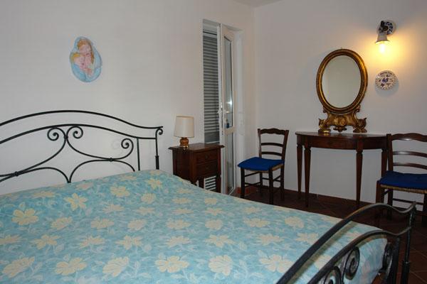 Camera da letto matrimoniale a ponza